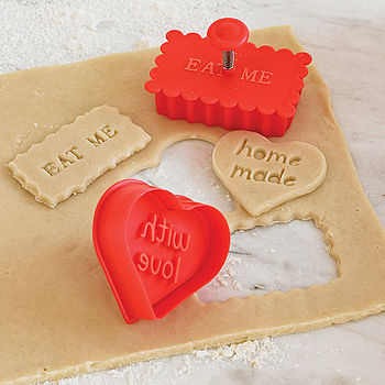 normal_eat-me-cookie-cutter-and-stamp